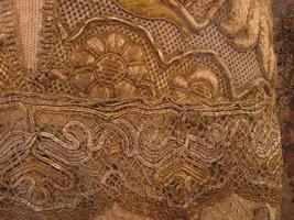 Золотое шитье крупным планом