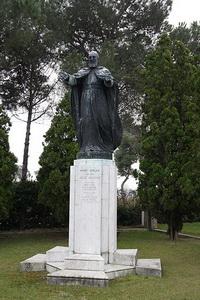 Памятник Мхитару Севастийскому