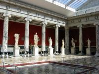 Центральный зал. Греческая и римская скульптуры.