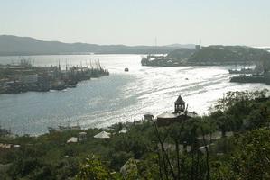 Вид на бухту Золотой Рог (2004 год)