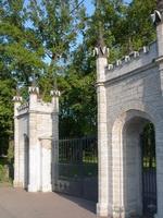 Ворота в Орловском парке